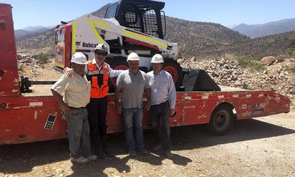 Canteros de Pelequén reciben nuevo minicargador para modernizar y mecanizar su faena
