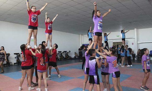 Cheerleaders rancagüinas se posicionan en la cima