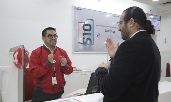 Ejecutivos de Claro Rancagua se capacitan en lengua de señas