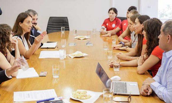Ministerio del deporte entrega antecedentes para que se investiguen irregularidades en la federación de deportes acuáticos