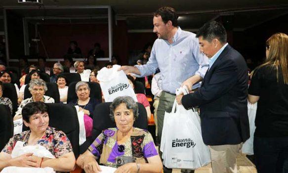 """Programa """"Con buena energía"""" entregó ampolletas LED a 300 familias de la comuna de Chépica"""