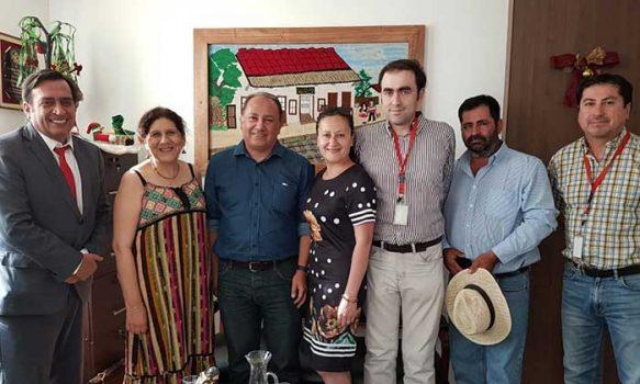 Alcaldesa de Palmilla firma contrato para saneamiento de títulos