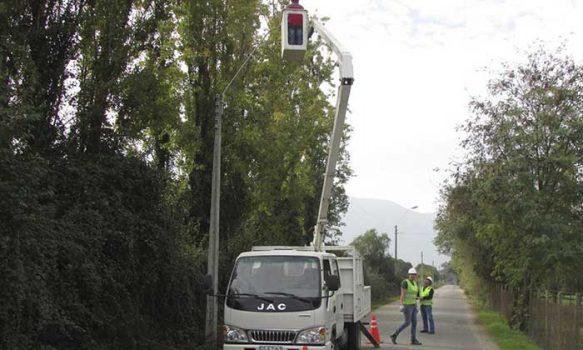 Alcaldesa Gloria Paredes gestionó nuevo proyecto de recambio de luminarias para Palmilla