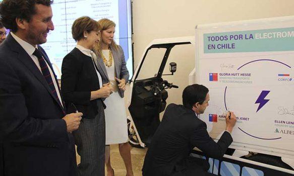 Corfo lanza convocatoria para desarrollar centro que acelera implementación de electromovilidad en Chile