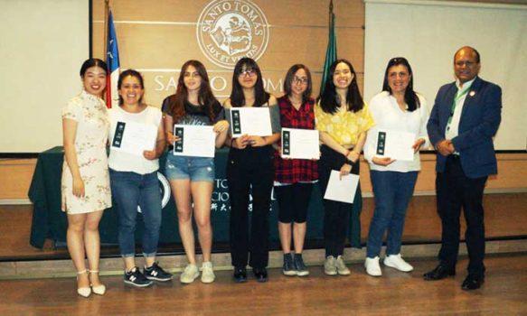 Estudiantes de Chino Mandarín se certifican tras finalizar cursos del segundo semestre