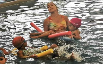 Exitoso y masiva asistencia al taller gratuito de natación