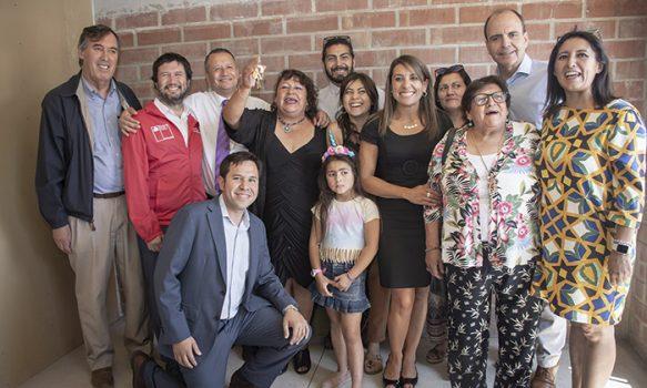 Minvu cumple compromiso con familias del Comité Brisas de los Marcos II de Mostazal