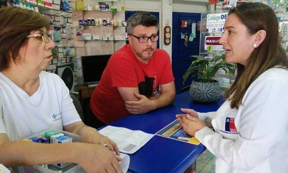 Seremi de Salud difunde en farmacias de barrio beneficios de la Ley Cenabast