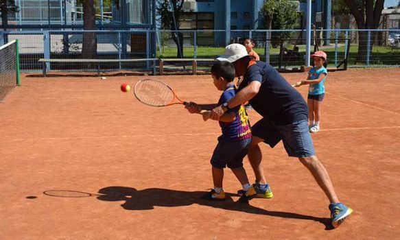 Clases de tenis gratuitas para niños