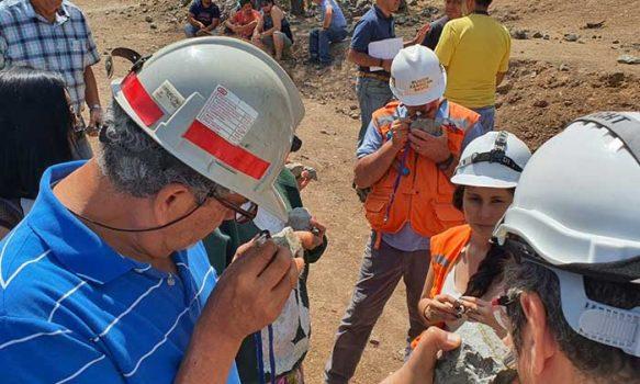 Mineros y mineras de O'Higgins adquieren conocimientos de geología para aumentar la producción de sus yacimientos