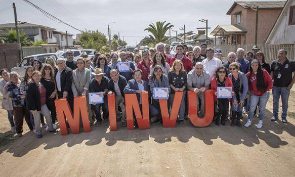 Minvu realiza maratónica jornada en Pichilemu con entrega de viviendas, subsidios y certificados de pavimentación participativa