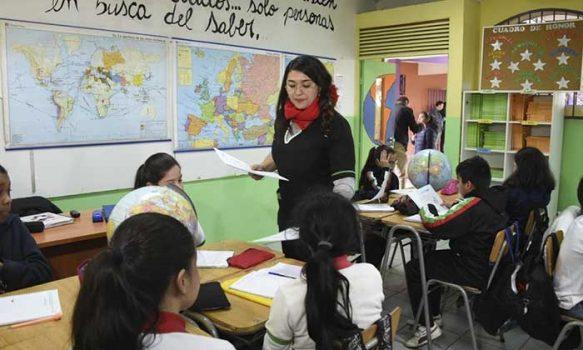 Mineduc aumentará a 120 mil los estudiantes beneficiados por el plan escuelas arriba