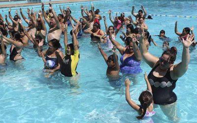 Niños de natación municipal despidieron el programa HEPI en piscina Patricio Mekis