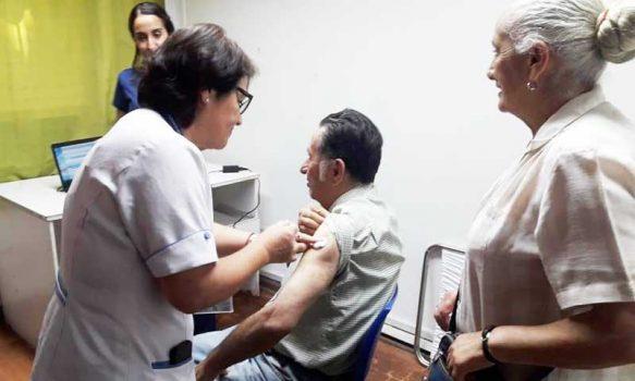Hospital Graneros destaca la importancia de vacunarse contra la Influenza