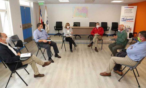 Intendenta sostiene reunión de trabajo con alcaldes de Cardenal Caro
