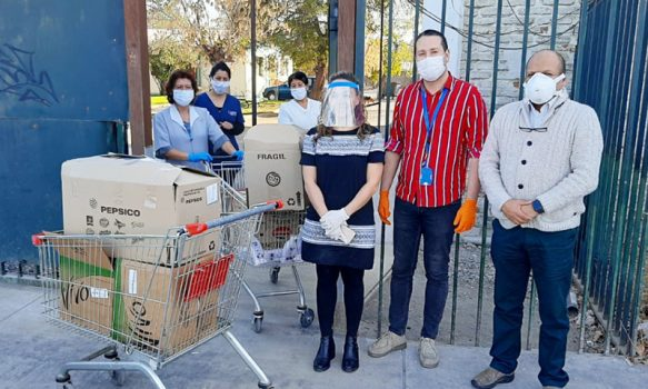 Tres establecimientos de larga estadía para adultos mayores reciben kit de aseo y alimentos no perecibles