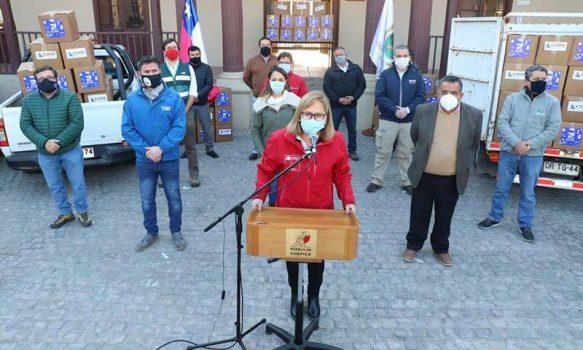 Intendenta Cofré inicia entrega de más de 1.000 cajas a hogares de Chépica