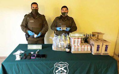 Carabineros detuvo a mujer que vendía drogas y tenía un clandestino de alcohol en su casa