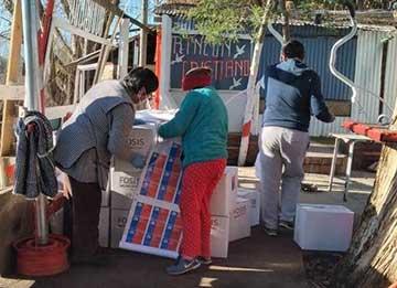 Con mercadería y vales de gas Fosis va en ayuda de 70 familias de Campamento Santa Elena