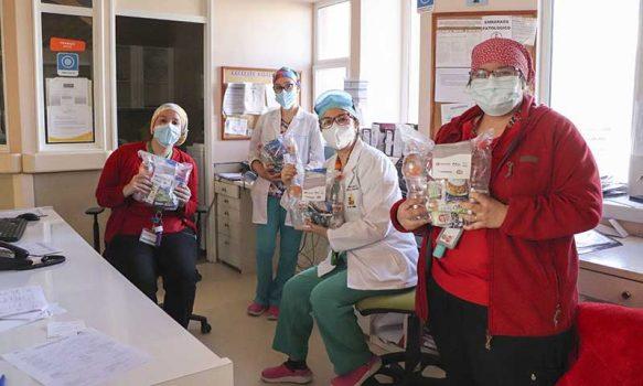 Entregan 45.000 colaciones a personal de hospitales públicos que continúan trabajando para superar la pandemia