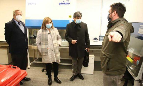 Intendenta Cofré visita laboratorio de la UOH que comenzará a procesar exámenes PCR