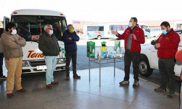 Gobierno entregó kits de sanitización a líneas de taxis colectivos de Colchagua