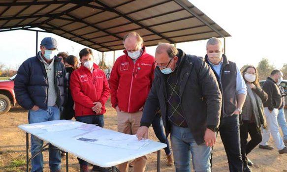 Graneros: Ministro de Agricultura destaca ejemplo de pequeño productor frutícola que incorporó tecnología a su predio