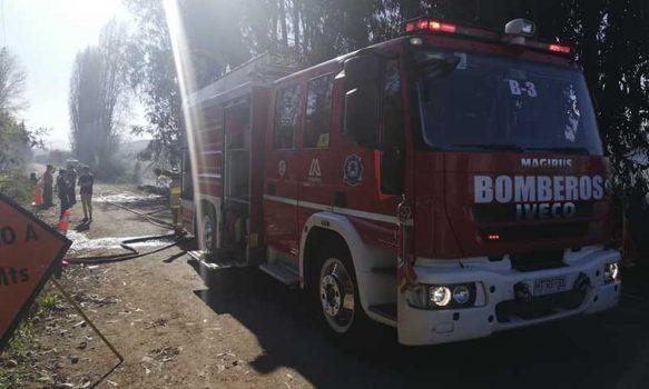 Los Lirios: Recalentamiento de chimenea alerta a bomberos de Requínoa