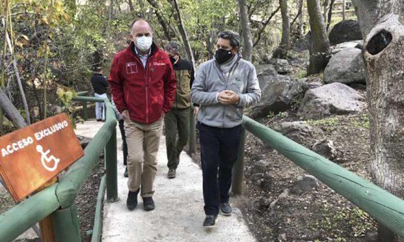 Ministro de Agricultura visita Reserva Nacional Río de los Cipreses con mira a la reapertura