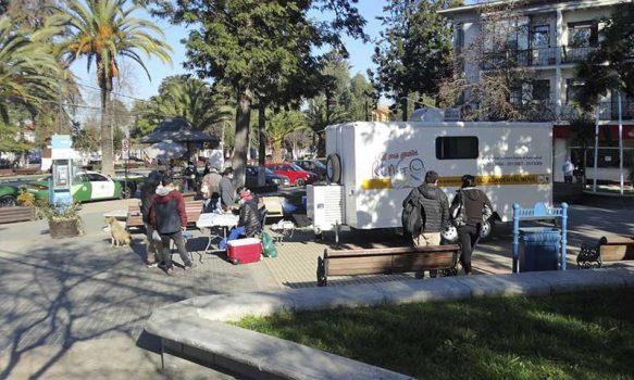 Rengo: Cesfam Rienzi Valencia realiza operativo de toma de muestra COVID-19 en plazoleta Arturo Prat