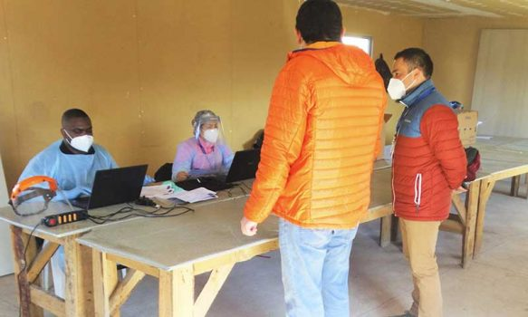 Rosario: Cesfam realiza toma de muestras para exámenes PCR en villa San Vicente