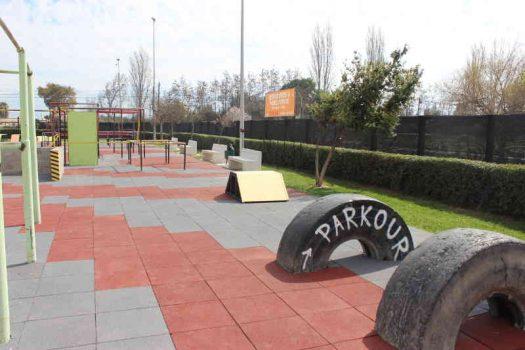 Complejo deportivo Patricio Mekis cuenta con renovado parque de parkour
