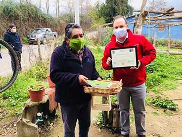 Nancagua: Adultos mayores reciben kits agroecológicos para cultivar en sus hogares