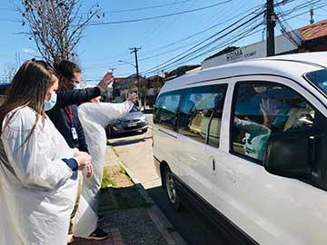 Pichidegua: Con asado y aplausos reciben a adultos mayores que le ganaron al coronavirus