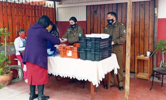 Población Manzanal: Funcionarios de carabineros realizan olla comuna solidaria