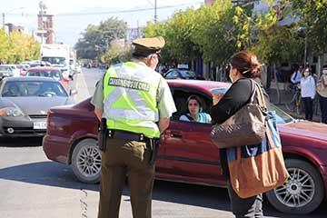 San  Fernando: Municipio y carabineros coordinan acciones preventivas para evitar aglomeraciones en el centro de  la  ciudad