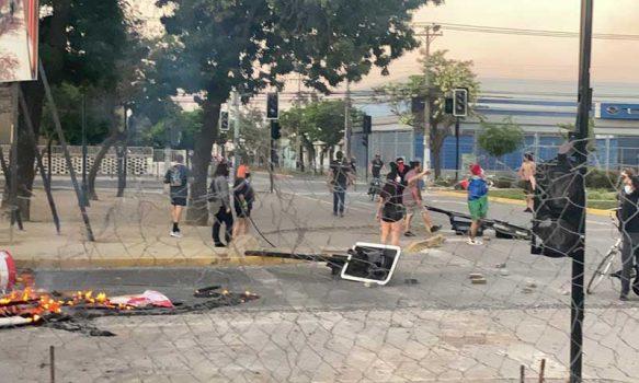 17 detenidos, una comisaria atacada y un servicentro saqueado fue el saldo de ataques vandálicos de este domingo en Rancagua
