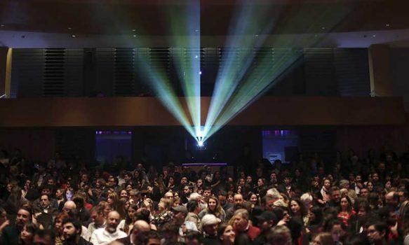 Cines, teatros y lugares análogos de comunas en fase 4 podrán funcionar con 50% de su aforo