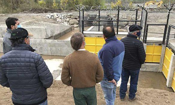 El canal San Pedro instala compuertas automatizadas y moderniza la gestión de sus aguas