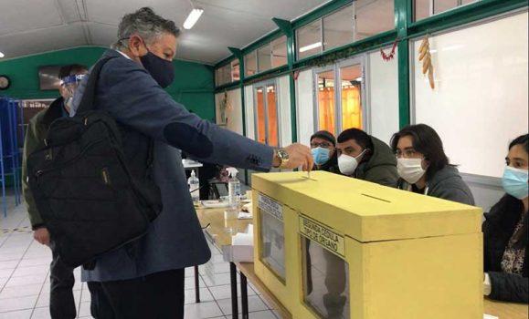 Rancagua: Alto flujo de votantes recibe los colegios Municipales durante esta Jornada