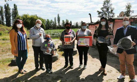 Fosis entrega kits de cocina a familias del programa Autoconsumo