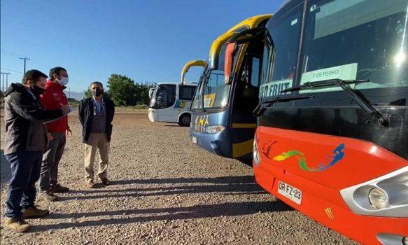 Autoridades fiscalizan protocolos en el transporte de trabajadores agrícolas