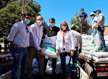 Gobierno entrega forraje a agricultores de Paredones y Pichilemu afectados por la sequía