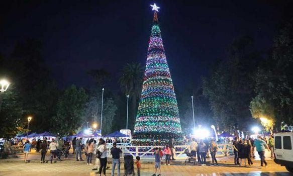 Graneros enciende el árbol e inaugura Feria Navideña