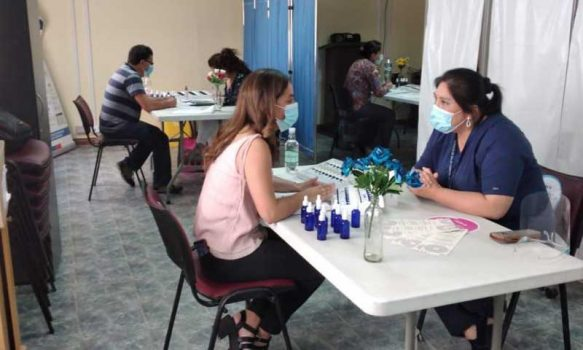 Hospital de Lolol realiza terapia de Flores de Bach para sus funcionarios