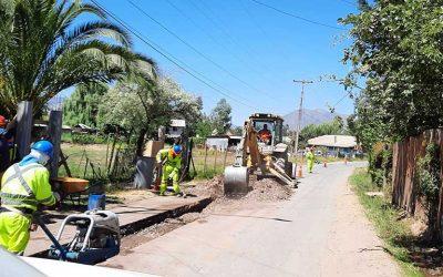Seremi de Obras Públicas y alcalde de Peumo inspeccionan avance de reparaciones en camino de sector La Esperanza