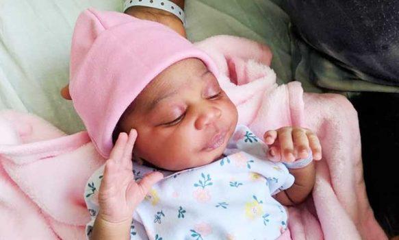 Evita es la primera bebé del nuevo año en el Hospital de Rengo
