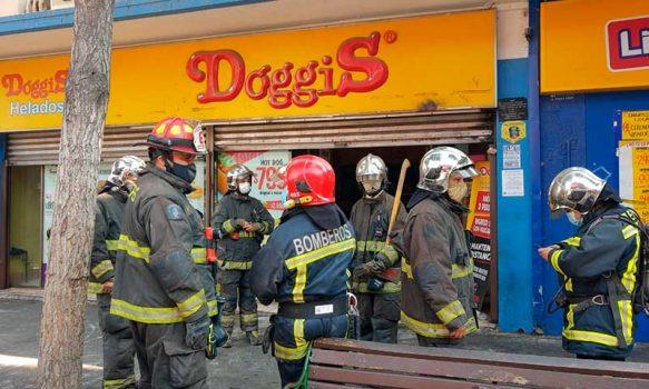 Fuga de gas movilizó a Bomberos a local de comida en el Paseo Independencia de Rancagua