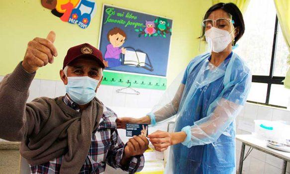 Comenzó vacunación masiva contra el COVID-19 en Palmilla