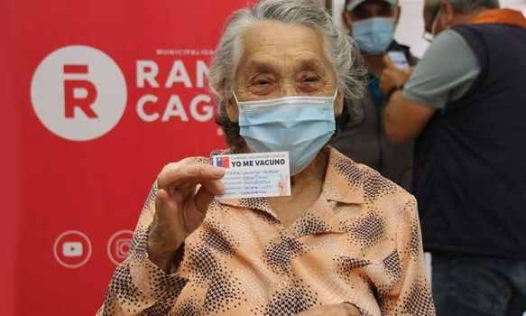 En Cesfam Enrique Dintrans de Rancagua comenzó oficialmente la vacunación masiva contra el coronavirus